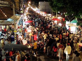Wualai Walking Street (Saturday night market) © chiangmaiplaces