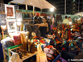 Wualai Walking Street (Saturday night market) © chiangmai.bangkok