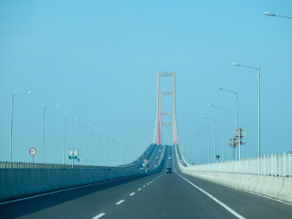 Suramadu National Bridge © mazuu