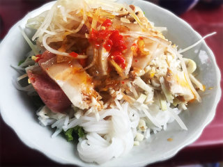Dried noodle with anchovy fish sauce – Mrs Cuc's bun mam © tourism.danang.vn